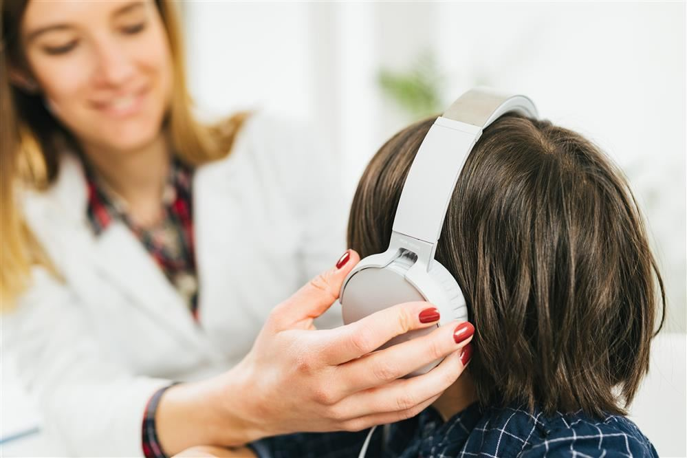 Child meeting with Audiologist